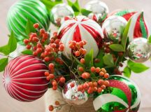A Bunch of Christmas Flower Arrangements Infused With Holiday Charm images 0