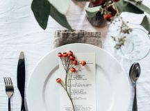 15 Christmas Table Settings to Win You Best Host images 5