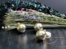 A Bunch of Christmas Flower Arrangements Infused With Holiday Charm images 2