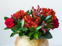 A Bunch of Christmas Flower Arrangements Infused With Holiday Charm images 6