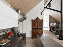 The kitchen is reminiscent of professional restaurant cuisine, featuring stainless steel counters