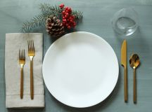 Simplify Your Holidays: Easy & Gorgeous Christmas Table Settings images 0