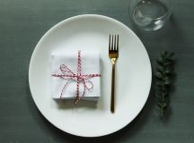 Simplify Your Holidays: Easy & Gorgeous Christmas Table Settings images 9