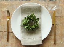 Simplify Your Holidays: Easy & Gorgeous Christmas Table Settings images 2