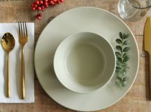 Simplify Your Holidays: Easy & Gorgeous Christmas Table Settings images 15