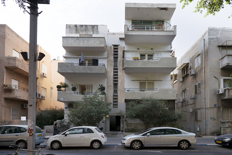 Amazing! Long And Narrow Apartment Gets A Fresh Remodel In Tel Aviv