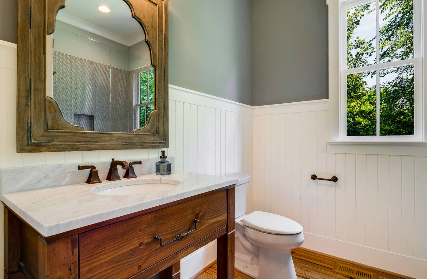Bathrooms With Wainscoting