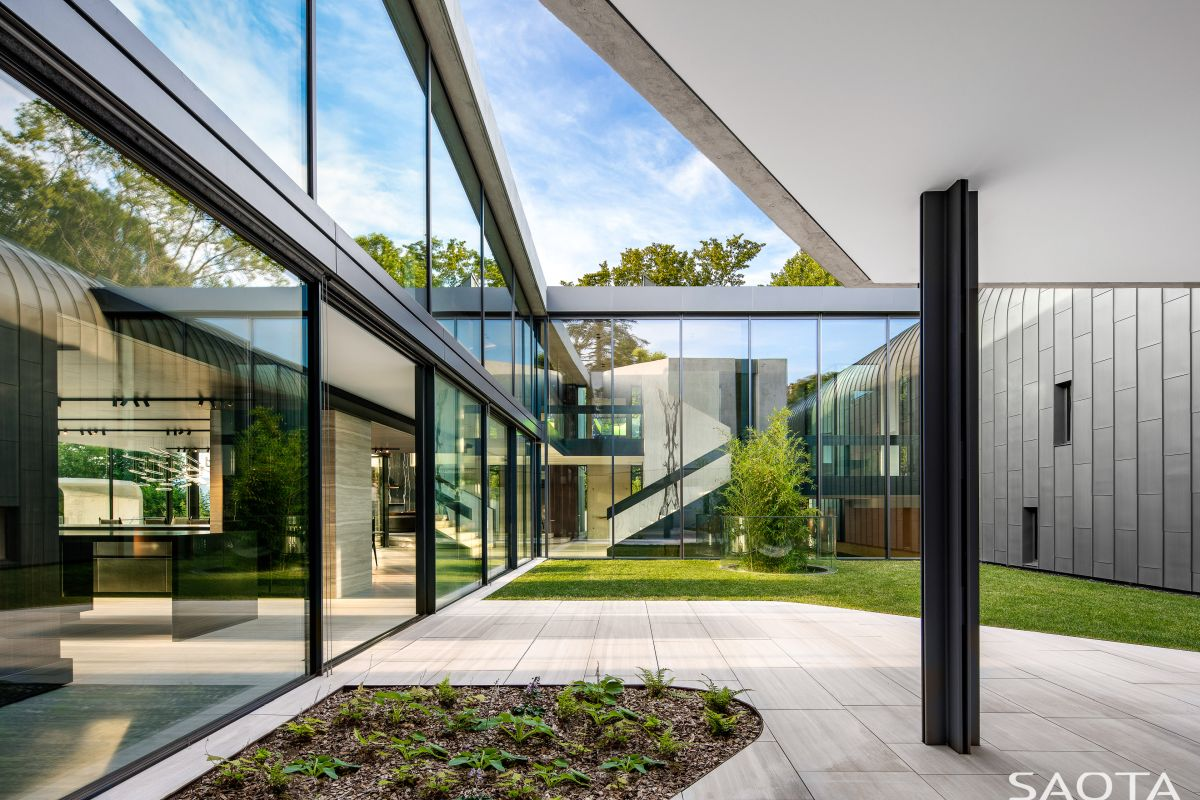 A central courtyard is seamlessly incorporated into the house, taking advantage of its organic shape