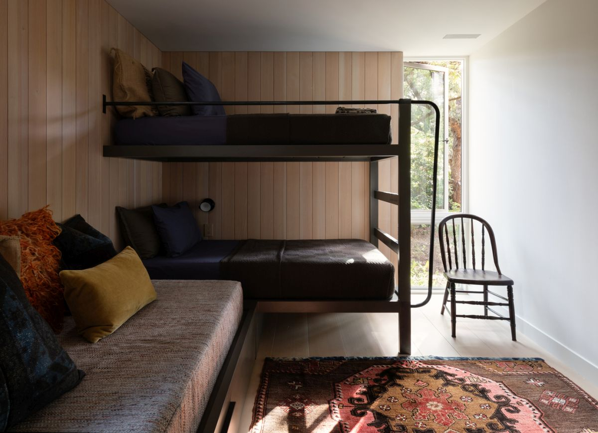 Bunk beds give this small bedroom a really cozy look and also maximize its space-efficiency