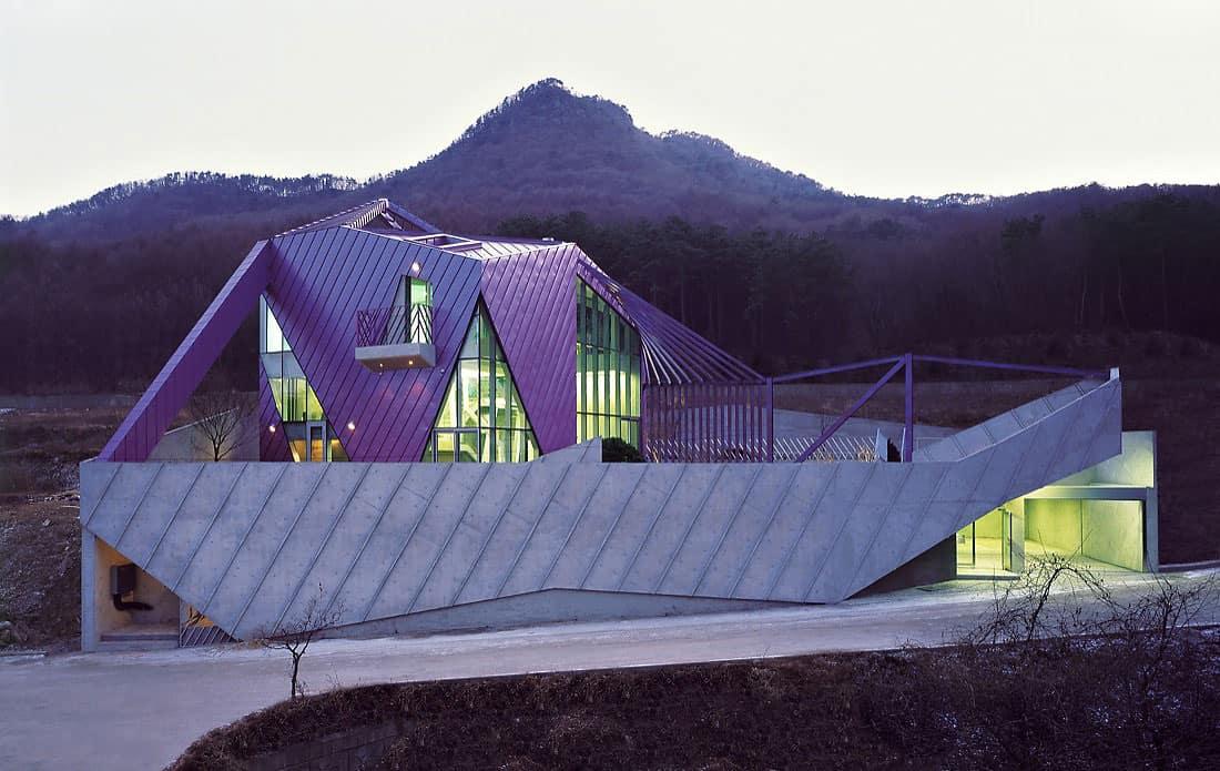 Purple Hill House By Iroje KHM Architects