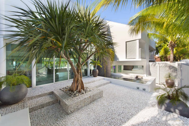 Breezy Home In Key Biscayne