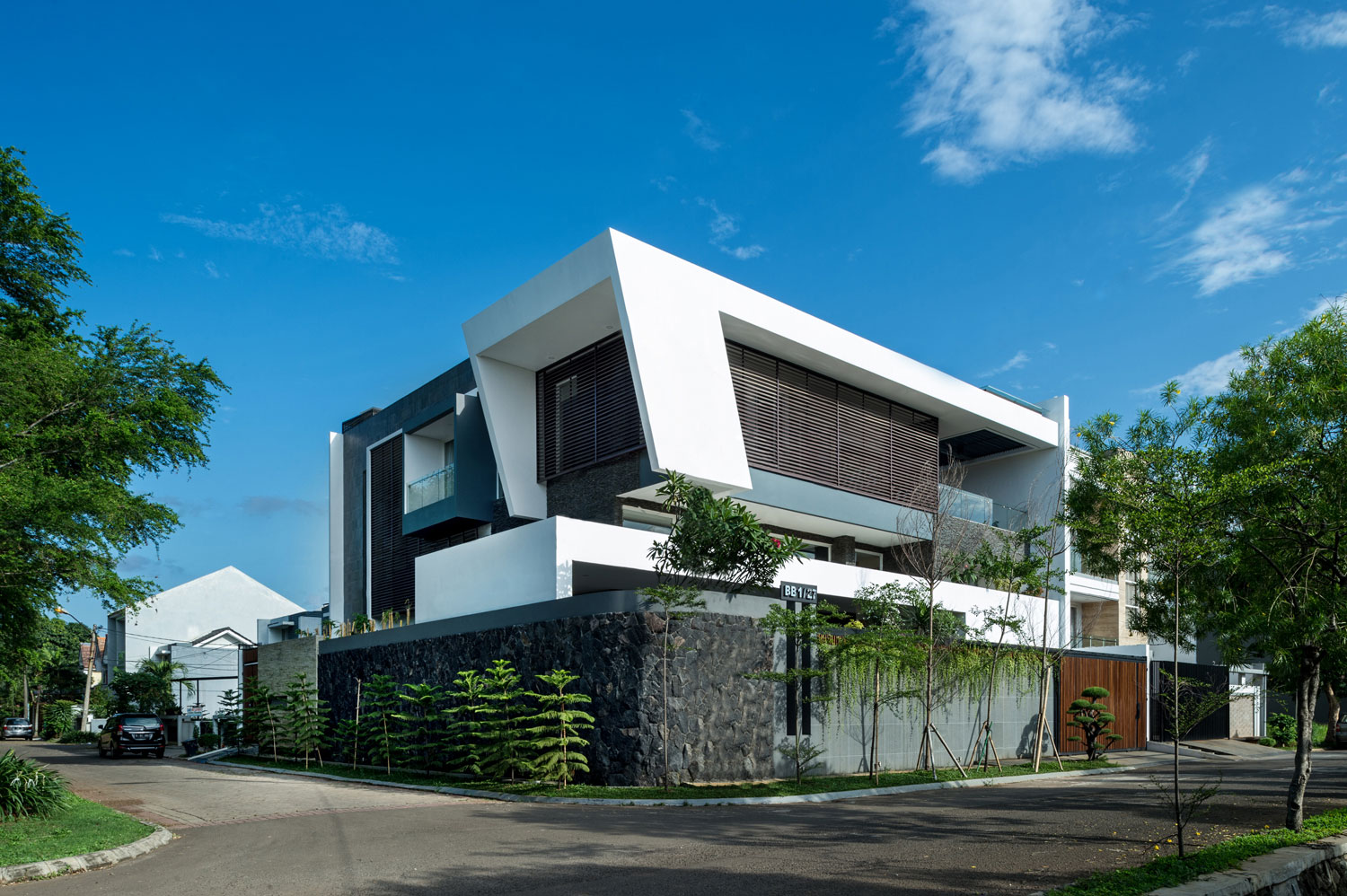 DPHS Architects Designs a Contemporary Home in Jakarta