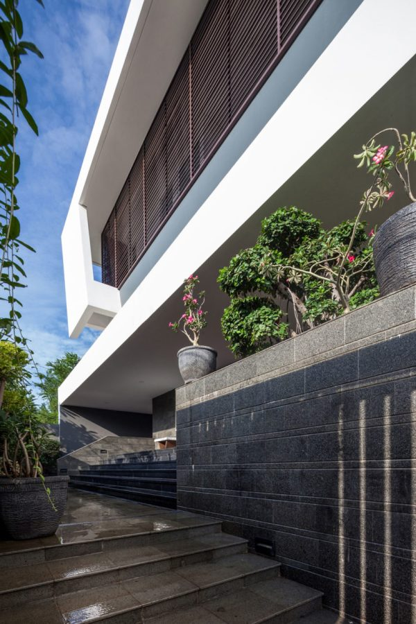 Dp Hs Architects Design Contemporary Home In Jakarta