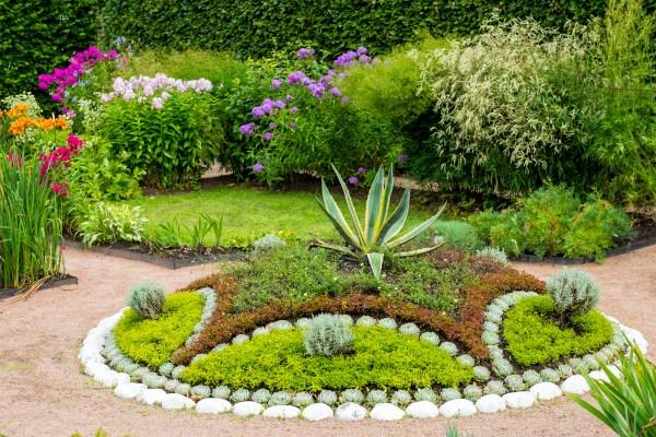 4 simple tips enrich garden