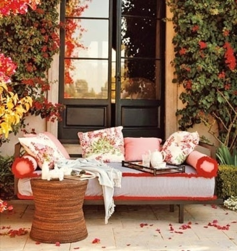 DIY Welcome the Fall with Warm and Cozy Patio Decorating Ideas  Homesthetics  Inspiring ideas