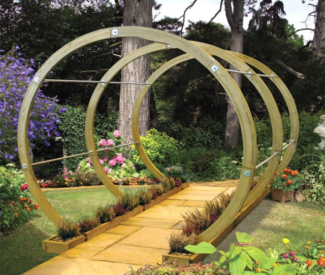 Circular Round  Pergola Designs Meant To Transform Your Backyard Landscaping Into A Green Heaven