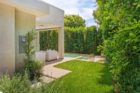 Vegetation Offering Privacy in Contemporary Modern ...
