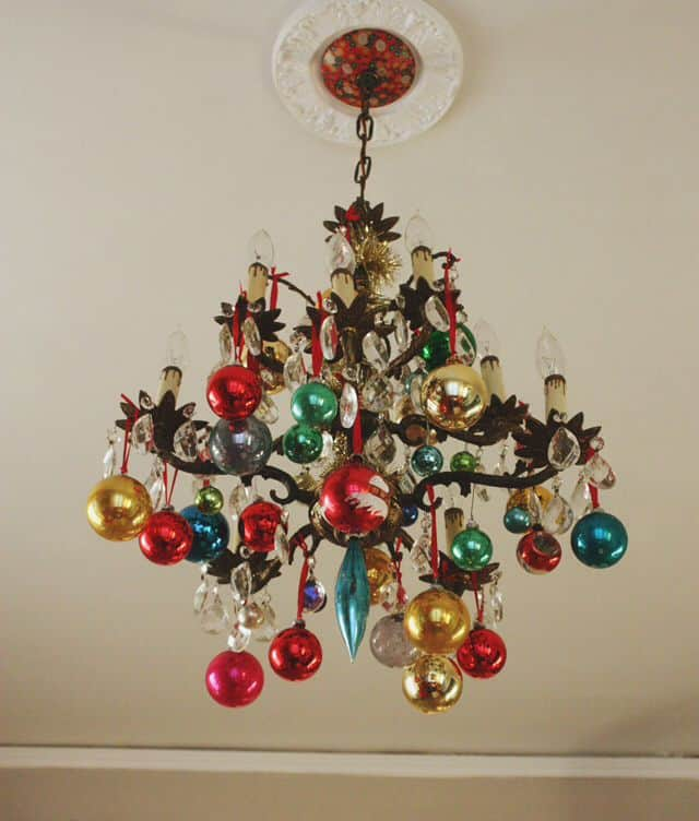 17 Gorgeous Christmas Chandelier For A Yuletide Home Decor 8