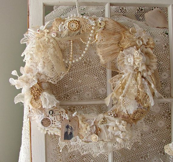 22 Versatile Shabby Chic Christmas Wreaths That Can Be