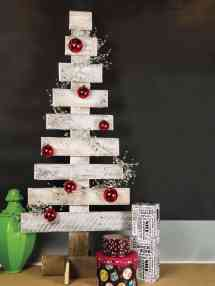 Christmas Pallet Projects Give Festive