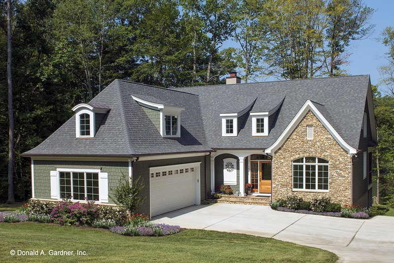 Cottage Style House Plan 3 Beds 3 5 Baths 2381 Sq Ft