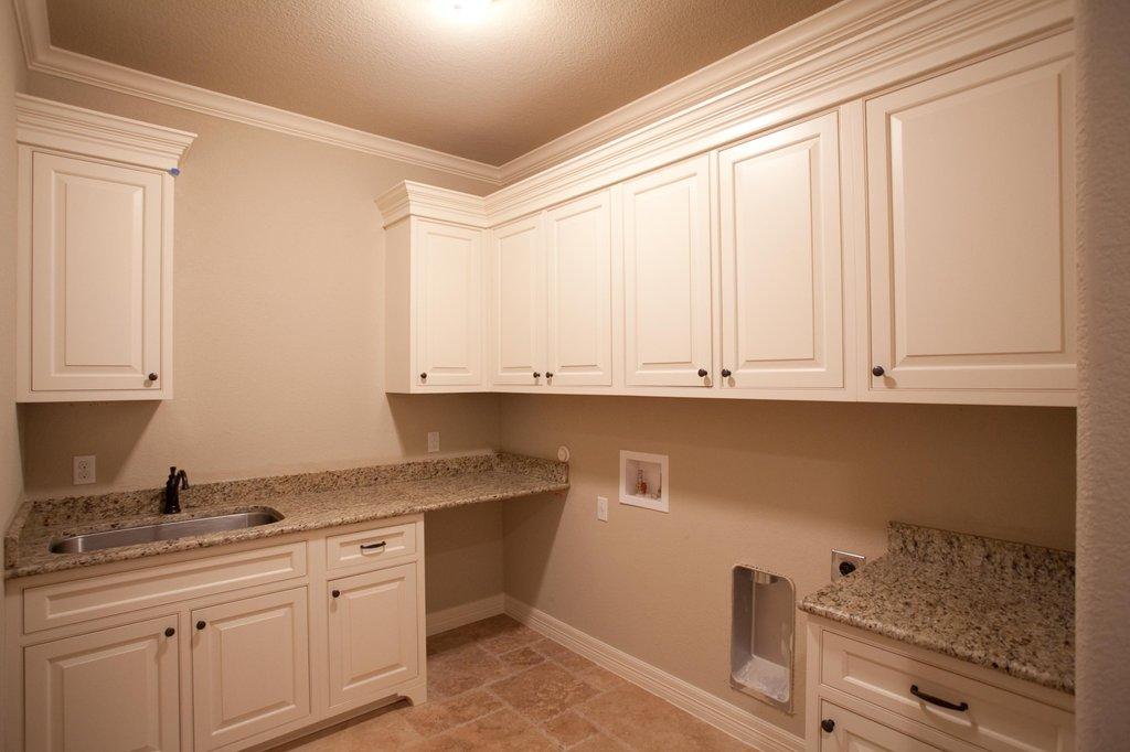 Craftsman Style House Plan  3 Beds 3 Baths 2847 SqFt
