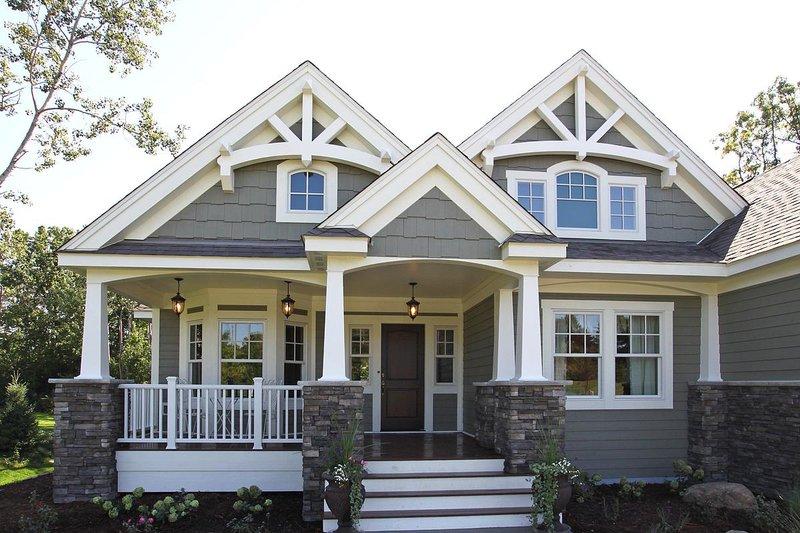 Craftsman Style House Plan 3 Beds 2 Baths 2320 Sq Ft Plan 132 200 Houseplans Com