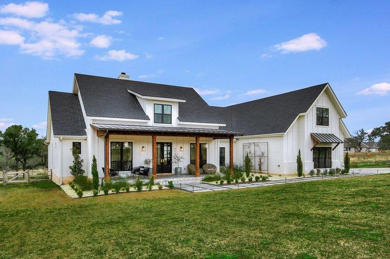 Farmhouse Style House Plan 4 Beds 2 5 Baths 2686 Sq Ft