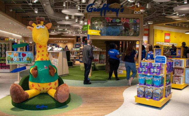 2 Years After Declaring Bankruptcy Toys R Us Opens A