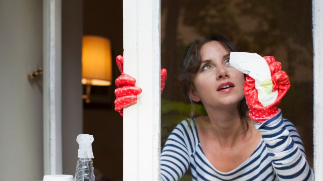 15 Tips for Cleaning Glass Without Streaks  HowStuffWorks