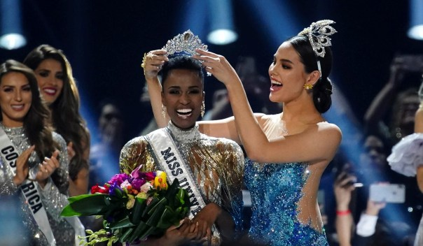 Zozibini Tunzi, of South Africa, is crowned Miss Universe by her predecessor, Catriona Gray of the Philippines. Photo: Reuters