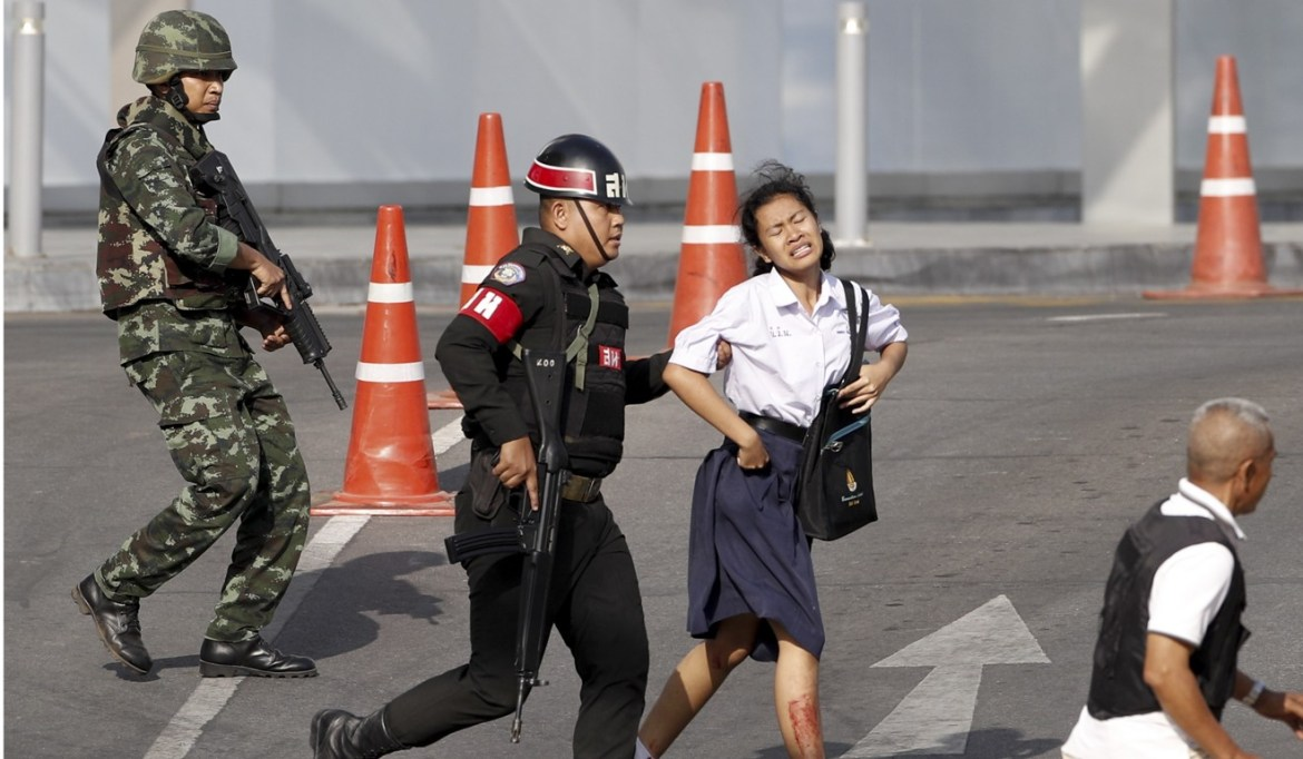 Soldiers evacuate a hostage from the Terminal 21 shopping centre. Photo: EPA