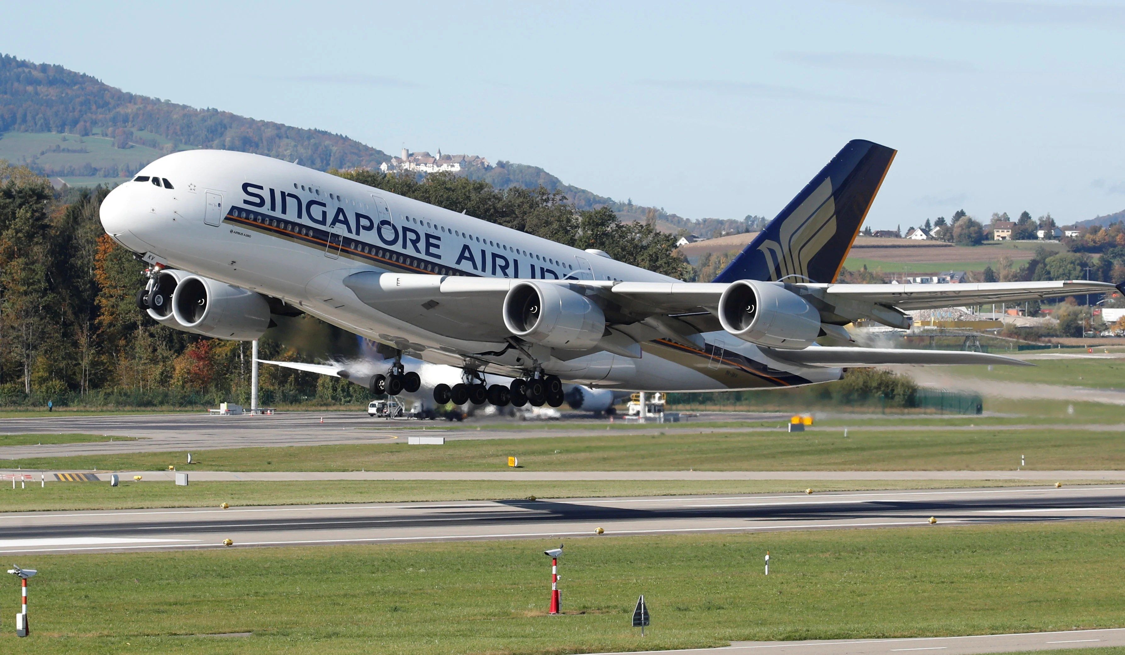 Singapore Airlines cuts 670 flights from March to May amid ...