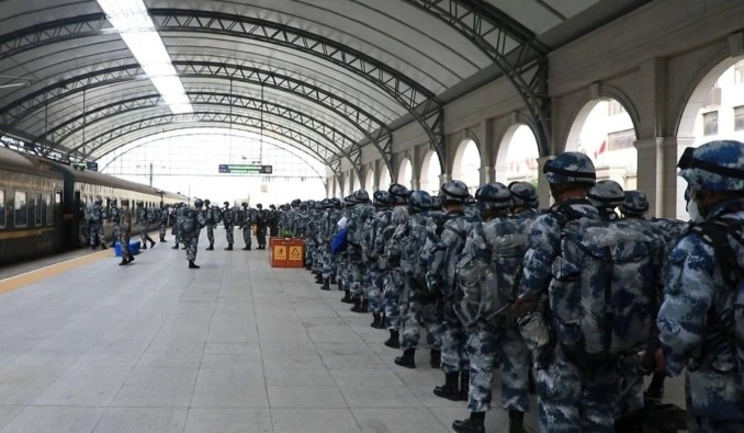 """Soldiers also took trains in the """"manoeuvre operation"""". Photo: Weibo"""
