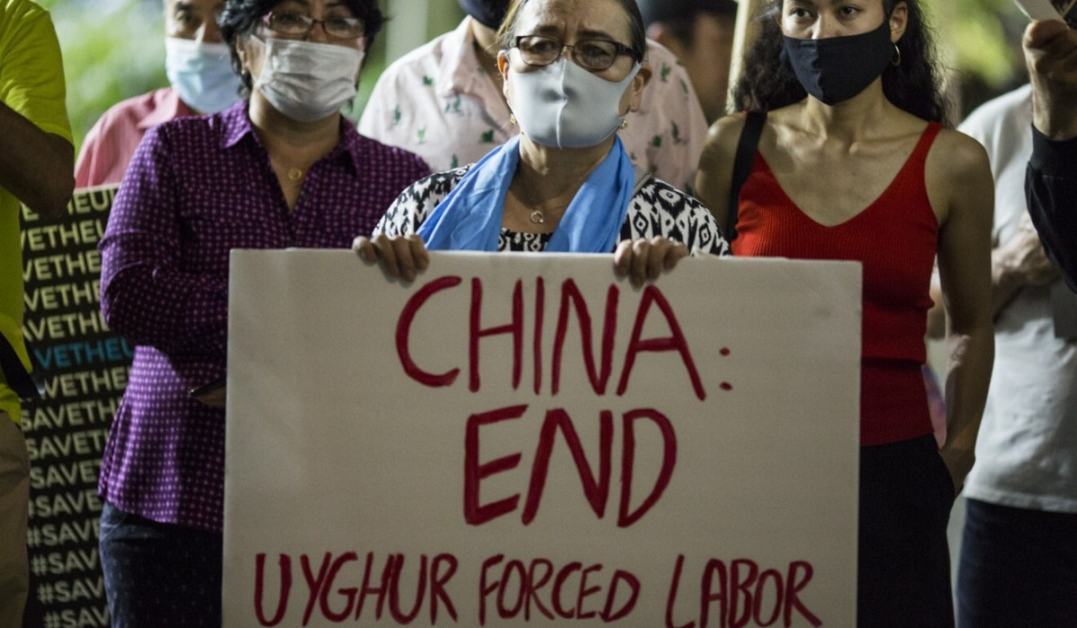 A protester demonstrates in front of the Chinese consulate general office in Los Angeles on Thursday. Photo: ZUMA Wire/dpa