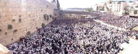 """Résultat de recherche d'images pour """"photos de foules de Juifs priant au Kotel"""""""