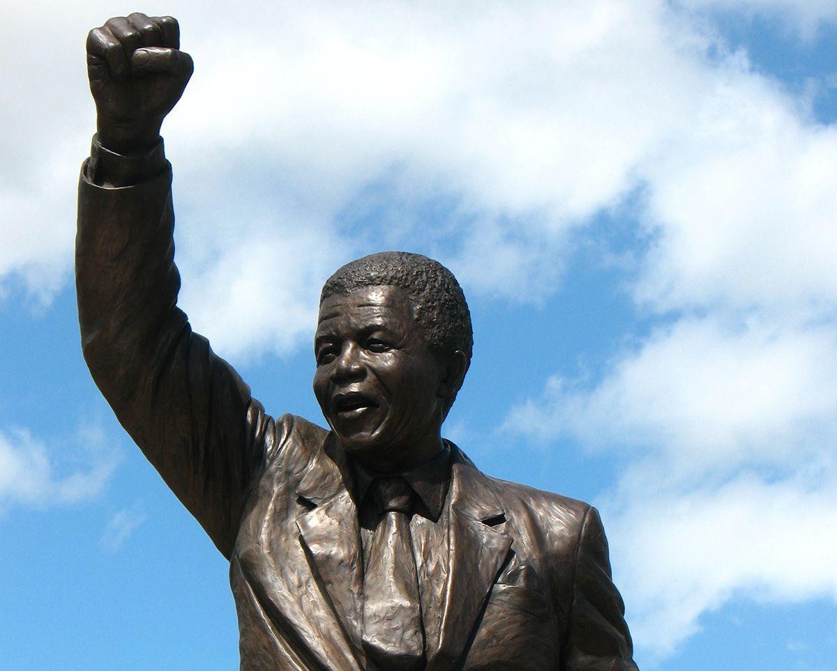 I24news Palestinians Unveil Gift Of Giant Mandela Statue