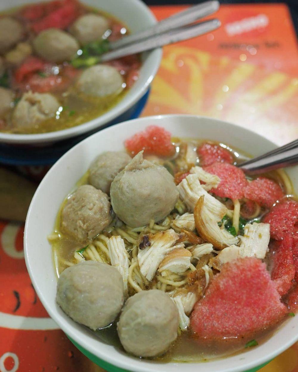 Kalori Semangkuk Bakso : kalori, semangkuk, bakso, Rekomendasi, Warung, Bakso, Medan,, Kuahnya, Bikin, Ngiler!