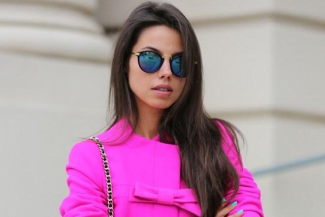 Image result for cewek pakai baju pink