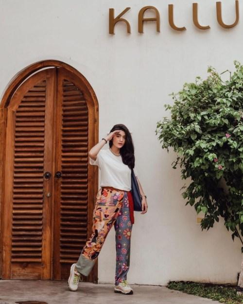 Aktris FTV yang Stylish, Ini 10 Inspirasi OOTD Kasual ala Debi Sagita