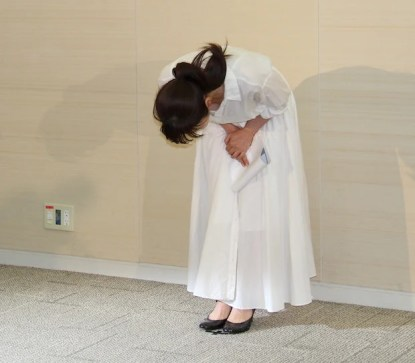 2017080300103 2 - 斉藤由貴が医者と5年にわたる不倫関係、彼女の宗教結婚と家族は?