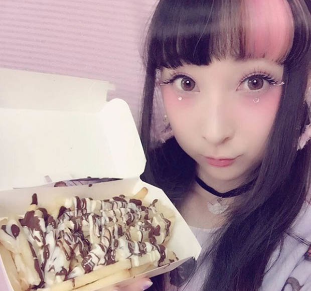 Japanese girl shares her chocolate-drizzled fries