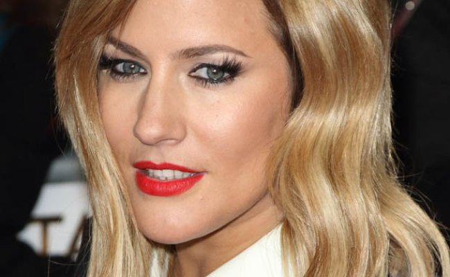 Love Island Caroline Flack Boasts Ridiculously Hot