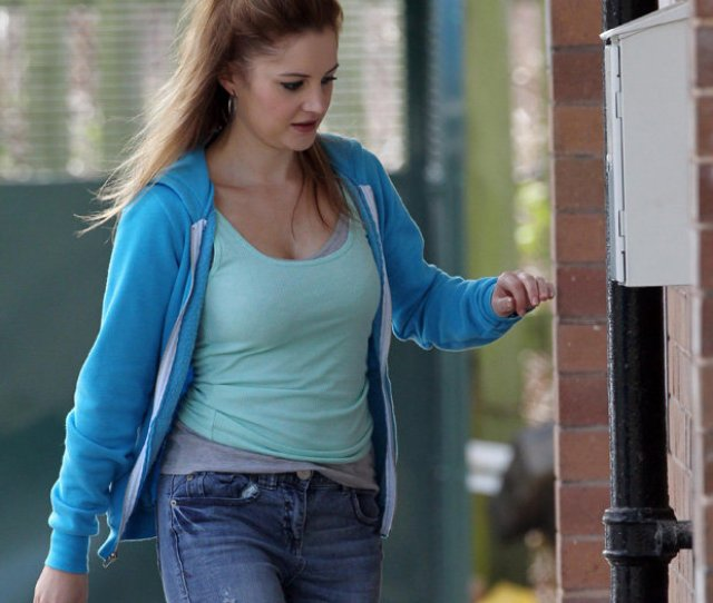Kylies Back On The Cobbles Paula Lane Returns To Corrie Filming After Baby Break