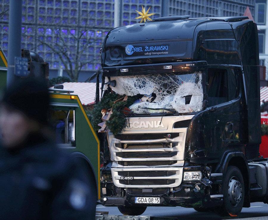 Un camion s'est écrasé dans un marché de Noël à Berlin tuant au moins 12 et blessant 48
