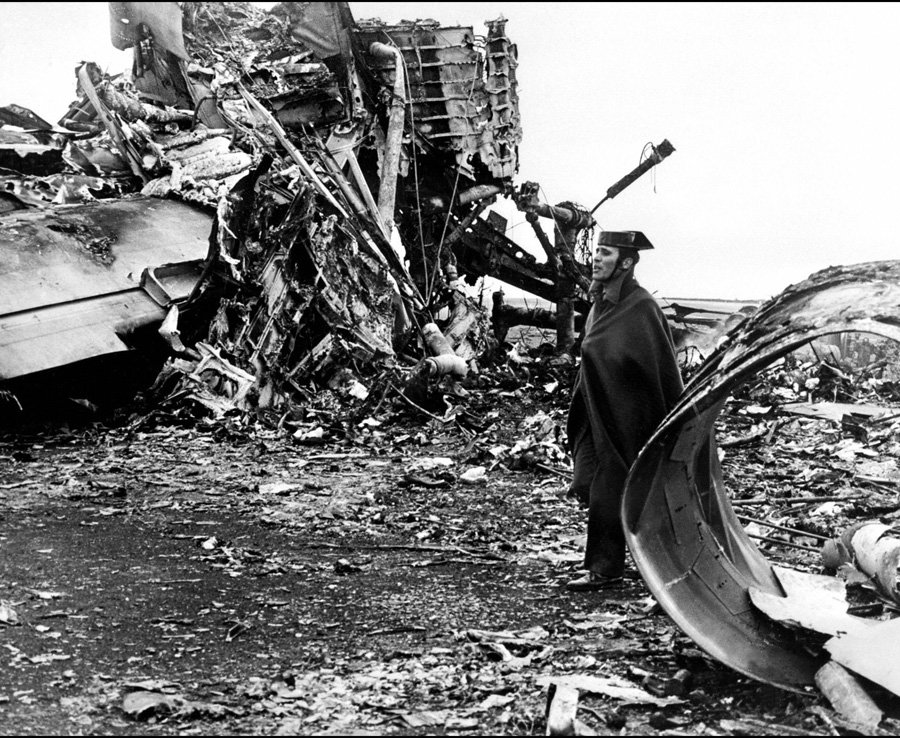 In 1977, in the air disaster in Tenerife, two 747 jumbo jets collided in the air. Kill a total of 570 people