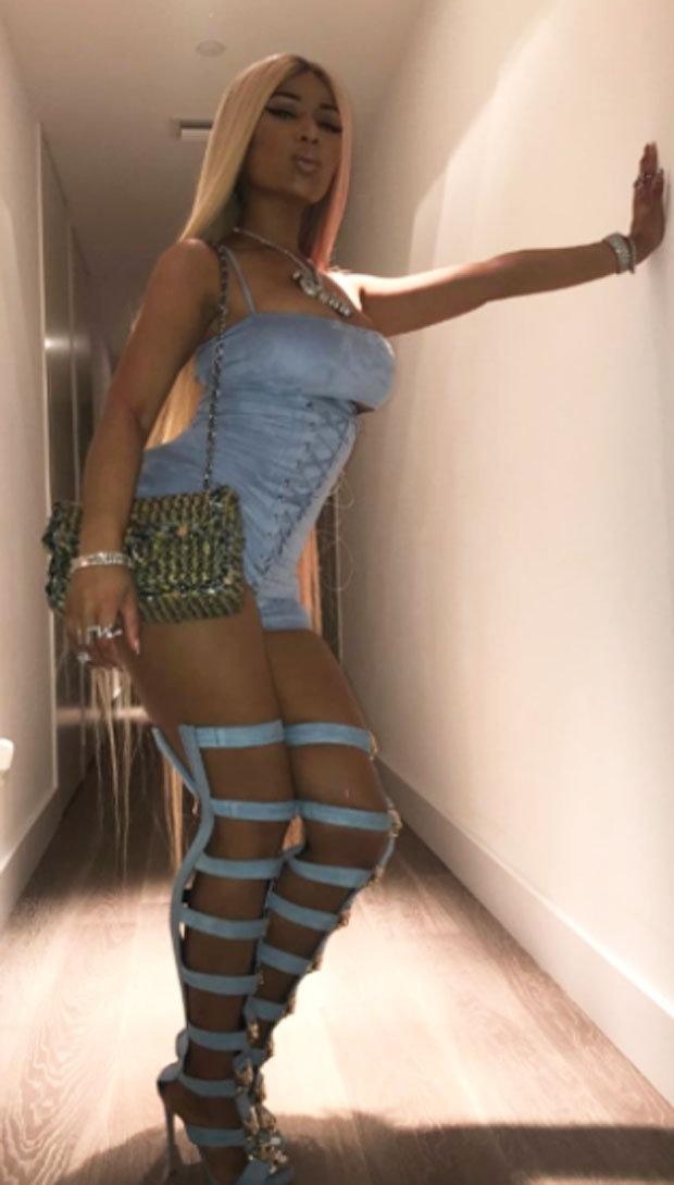 Nicki Minaj lyrics provide backdrop for rappers Xrated bedroom twerking session  Daily Star