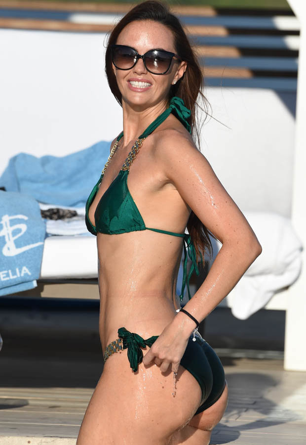 Jennifer Metcalfe Shows Off Perky Rear As She Holidays In Ibiza Daily Star