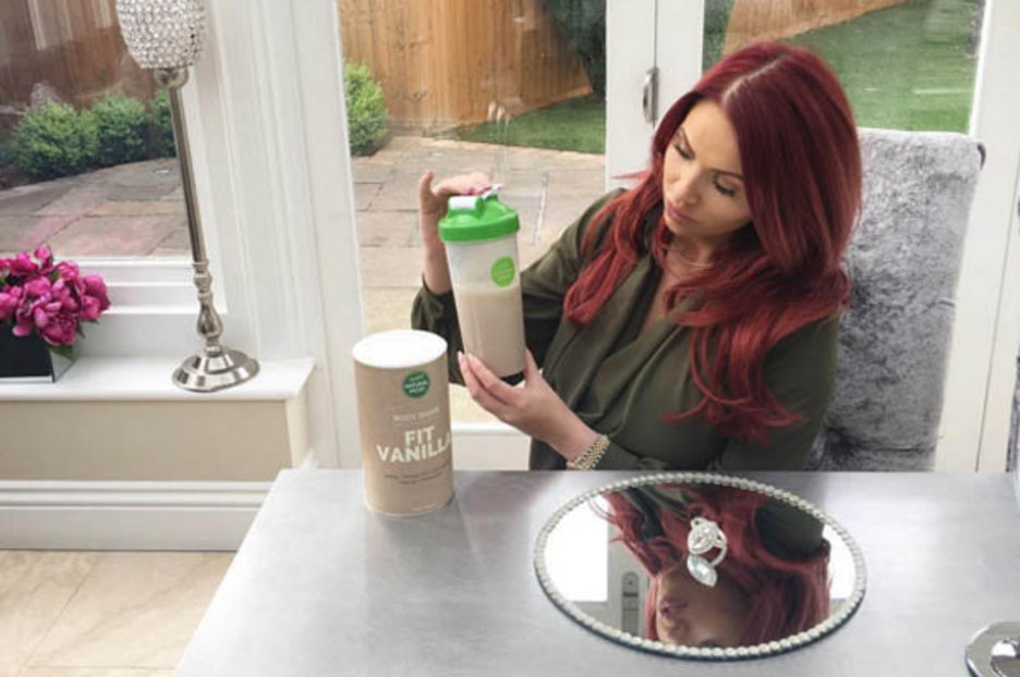 Post pregnancy weight loss pic from Amy Childs sparks