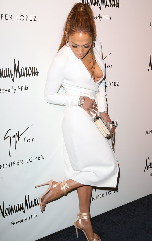 Jennifer Lopez turns sideboob goddess in buxom display  Daily Star